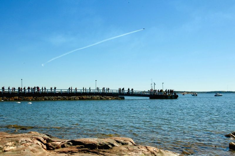 HELSINKI, June 5, 2017 - People watch the air show performed by the Finnish Midnight Hawks aerobatic team in Helsinki, Finland, on June 4, 2017. The flag day of the Finnish Defence Forces was ...