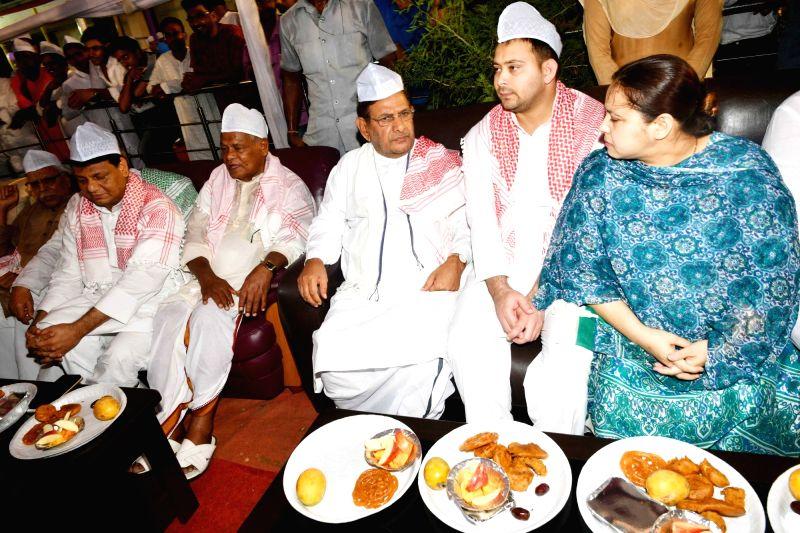 Hindustani Awam Morcha - Secular (HAM-S) chief Jitan Ram Manjhi with RJD leaders Misa Bharti and Tejashwi Yadav, Loktantrik Janata Dal leader Sharad Yadav and BPCC working president Kaukab ... - Tejashwi Yadav and Sharad Yadav