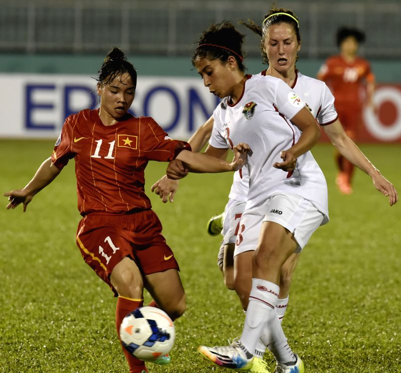 Vietnam's Nguyen Thi Nguyet (L) vies for the ball during the Group A match against Jordan at the 2014 AFC Women's Asian Cup held at Thong Nhat Stadium in Ho