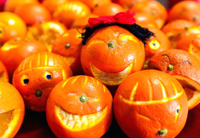 Oranges are made into smiling faces in Hohhot, capital of north China's Inner Mongolia Autonomous Region, May 7, 2014, to celebrate the upcoming World Smile Day, which