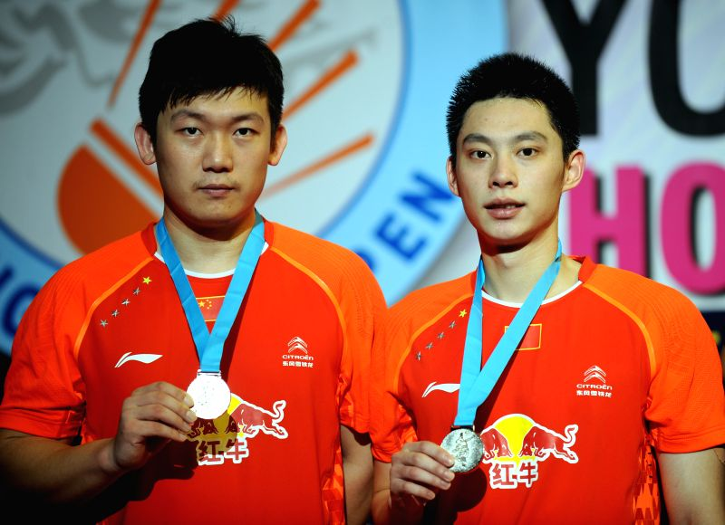 Hong Kong: Liu Xiaolong (R) and Qiu Zihan of China show their silver medals during the awarding ceremony for the men's double final of Yonex-Sunrise Hong Kong Open Badminton Tournament at Hong Kong ..