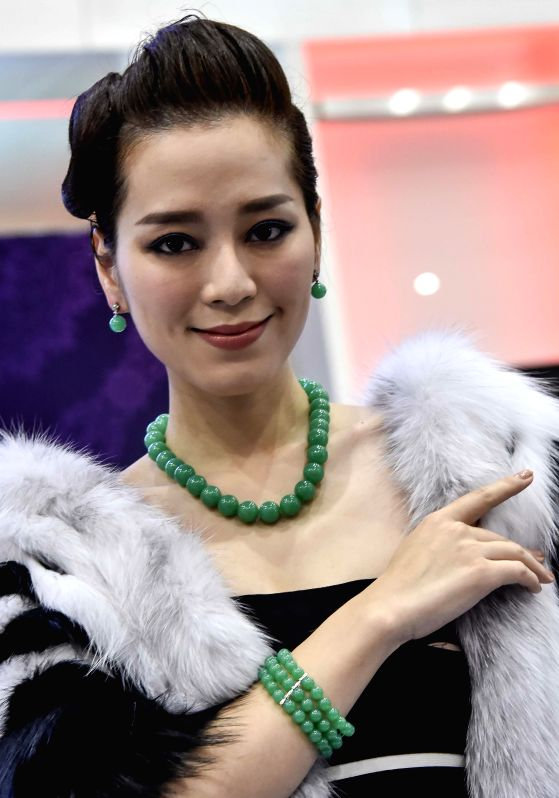 A model shows jewelry at the second Hong Kong International Diamond, Gem and Pearl Show in Hong Kong, south China, March 2, 2015.   (Xinhua/Lui Siu Wai)