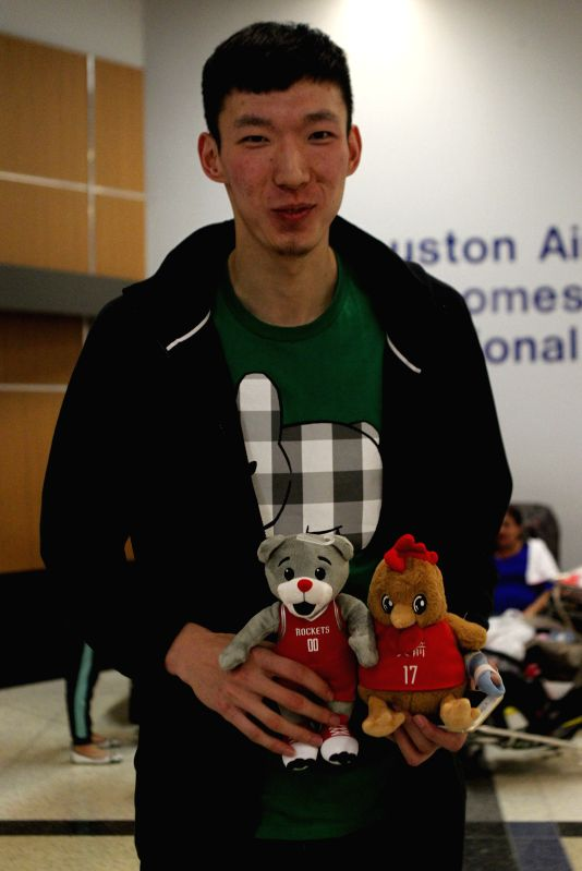 HOUSTON, April 28, 2017 - China's basketball player Zhou Qi arrives at George Bush Intercontinental Airport in Houston, the United States, on April 27, 2017.