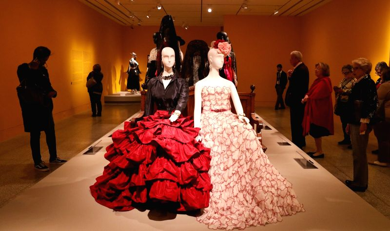 HOUSTON, Jan. 31, 2018 - People view works of fashion designer Oscar de la Renta at Museum of Fine Arts Houston (MFAH) in Houston, Texas, the United States, Jan. 30, 2018. (Xinhua/Yi-Chin Lee/IANS)