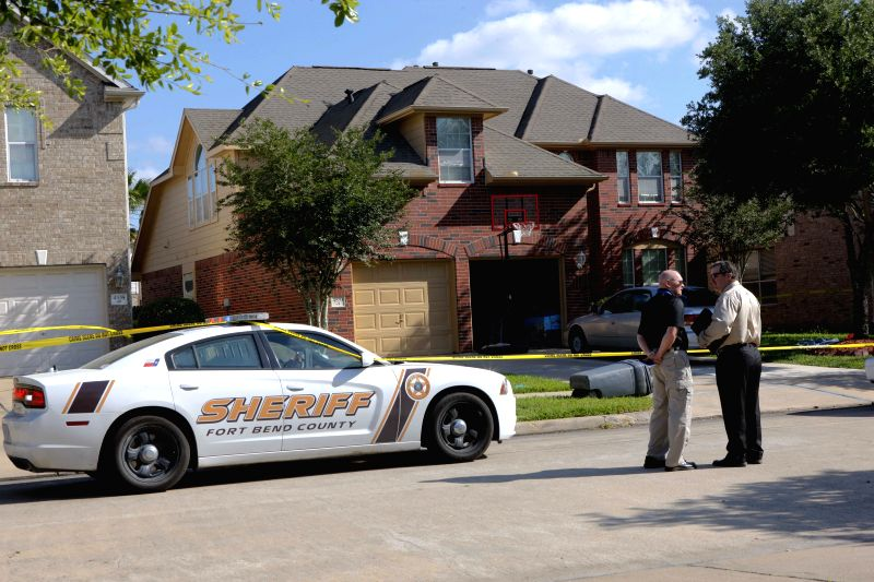 Police and investigators check the house where a gun shot incident took place in Houston, Texas, United States, May 5, 2014. A gunman killed a couple and injured two .