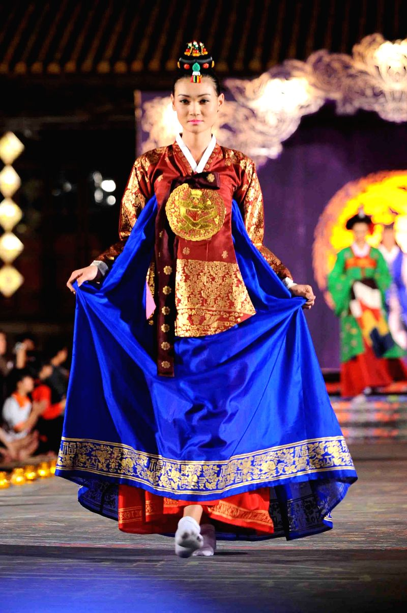 """Models present Asian costumes at the """"Oriental Night"""" show on the sidelines of the Hue Festival in Vietnam's central Thua Thien-Hue province, April 13, 2014."""