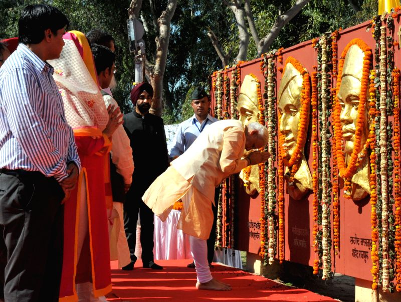 Prime Minister Narendra Modi pays homage at the Samadhi Statues of Shaheed Bhagat Singh, Rajguru and Sukhdev at National Martyrs Memorial in Hussainiwala of Punjab on March 23, 2015. ... - Narendra Modi and Parkash Singh Badal