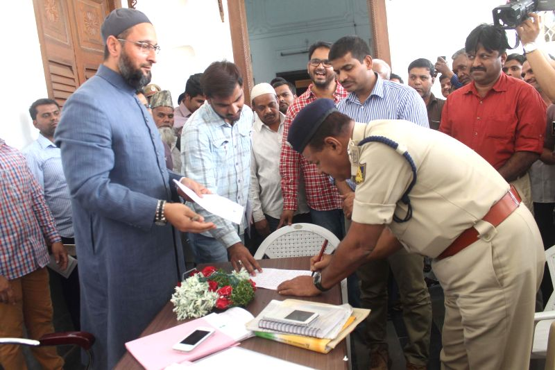 A Karnataka policeman serves a notice to Majlis-e-Ittehadul-Muslimeen (MIM) chief and Hyderabad MP Asaduddin Owaisi barring him from entering in Bengaluru City and participating or ...