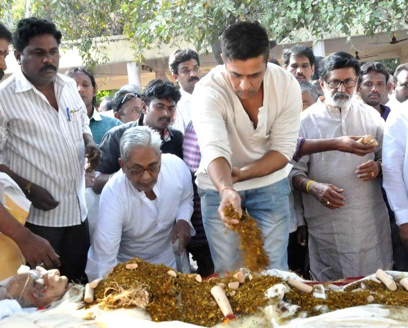 Actor Arjun Sarja pays tribute to Telugu filmmaker V.B Rajendra Prasad, breathed his last Monday (12th Jan 2015) in Hyderabad, on Jan 13, 2015. Prasad was undergoing treatment in a private - Arjun Sarja