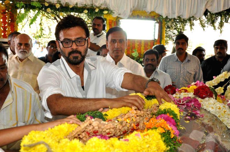 Actor Daggubati Venkatesh pays his last respect to multilingual Indian film producer Daggubati Ramanaidu (D Ramanaidu), who breathed his last on 18th Feb 2015 , in Hyderabad on Feb 19, ... - Daggubati Venkatesh