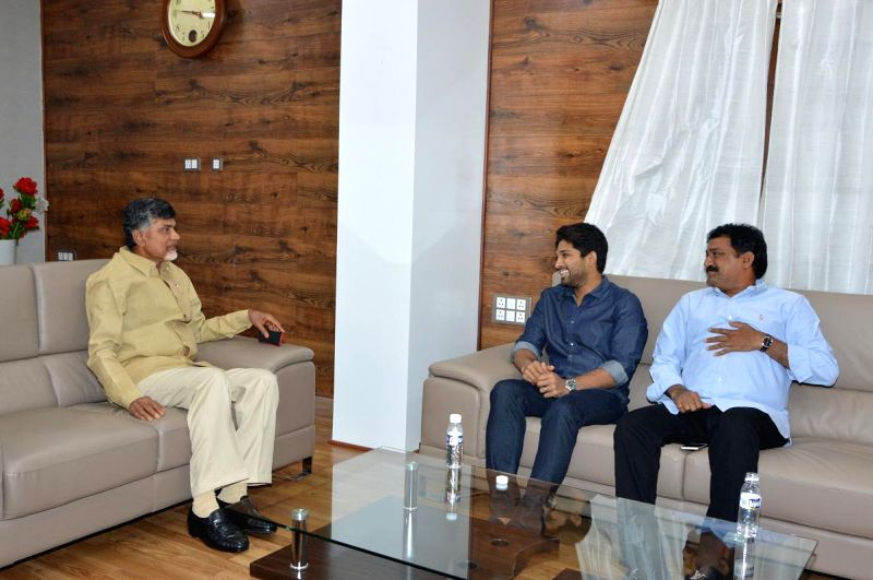 Allu Arjun handover 25lakhs cheque to AP CM Mr Chandra Babu Naidu for Hudhud Toofan victims relief fund. - Chandra Babu Naidu