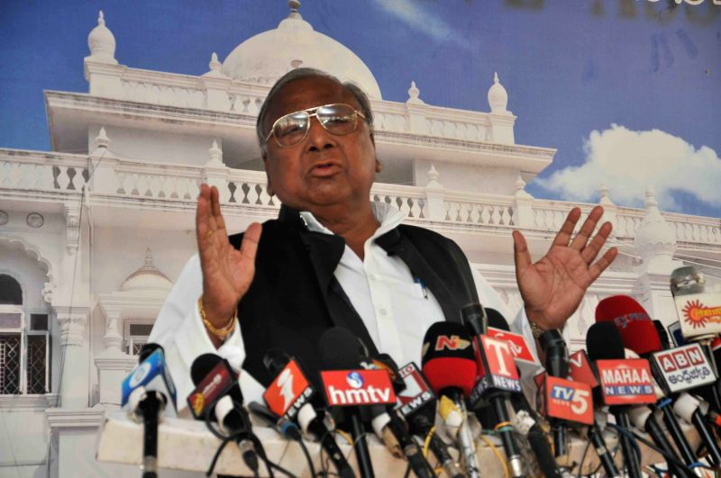 Congress leader V. Hanumantha Rao addresses a press conference in Hyderabad, on March 23, 2015.