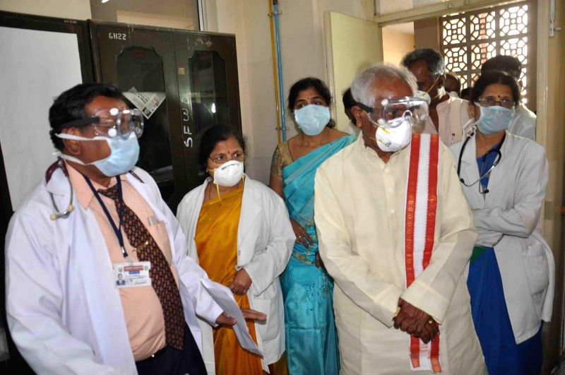 Hyderabad: Union Minister of State for Labour and Employment (Independent Charge), Bandaru Dattatreya visits Gandhi Hospital to meet swine flu patients in Hyderabad, on Jan 22, 2015.