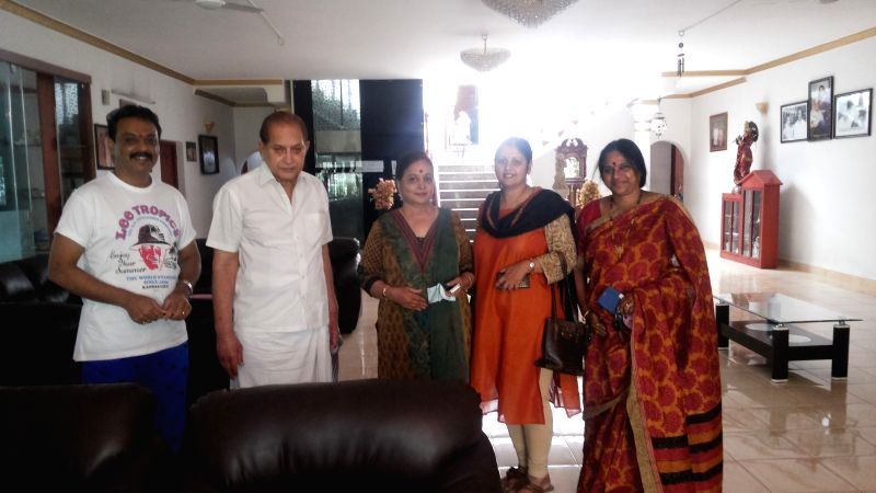 Jayasudha & naresh meet superstar Krishnagaru. Ghattamaneni family assures support to jayasudha and panel.