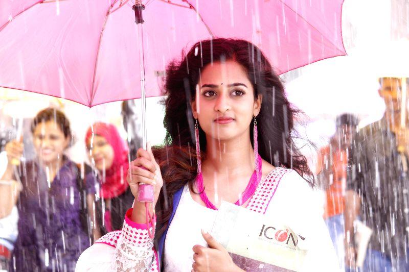 Stills from upcoming Telugu film `krishnamma kalipindhi iddharini`.