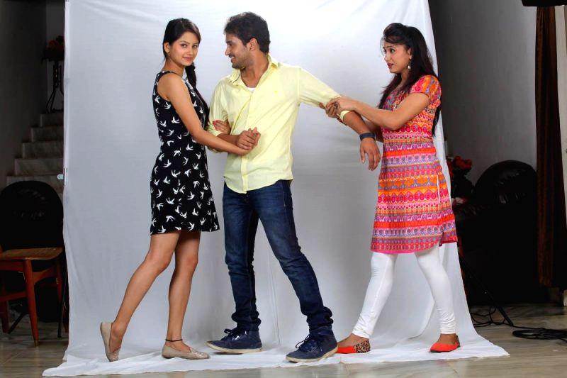 Stills of telugu film O Cheliya Naa Priya Sakhiya.