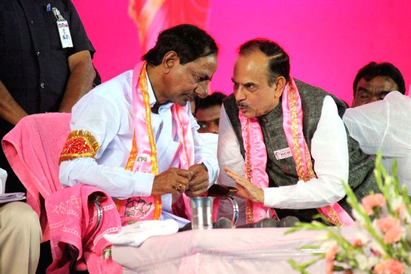 Telangana Chief Minister and Telangana Rashtra Samithi (TRS) chief K Chandrasekhar Rao with Deputy Chief Minister Mohammad Mahmood Ali at TRS plenary in Hyderabad, on April 24, 2015. - Mohammad Mahmood Ali and K Chandrasekhar Rao