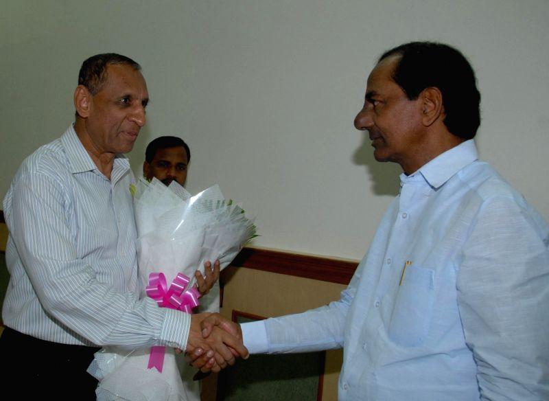 Telangana Chief Minister K Chandrasekhar Rao calls on Telangana Governor E S L Narasimhan at Raj Bhawan in Hyderabad, on Nov 18, 2014. - K Chandrasekhar Rao