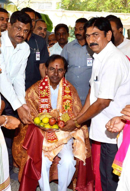 Telangana Chief Minister K Chandrasekhar Rao visits Nalla Pochamma Temple at the secretariat in Hyderabad, on March 15, 2015. - K Chandrasekhar Rao