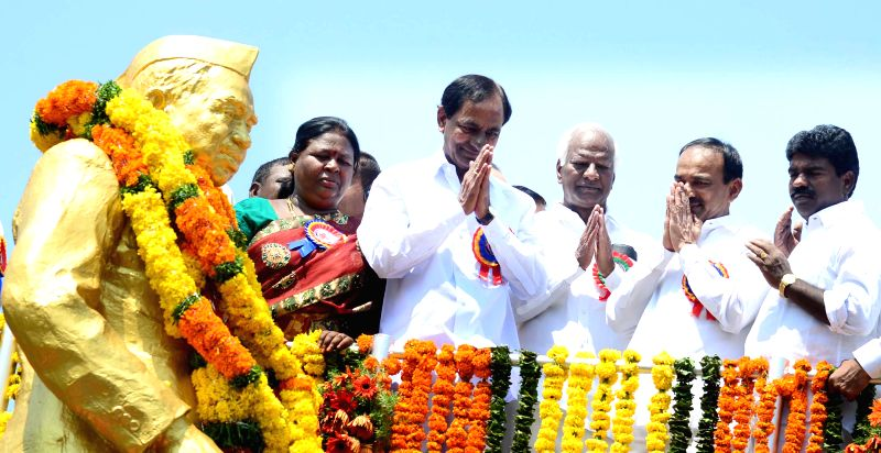 Telangana Chief Minister K Chandrasekhar Rao  pays tribute to Jagjivan Ram in Hyderabad, on April 5, 2015. - K Chandrasekhar Rao