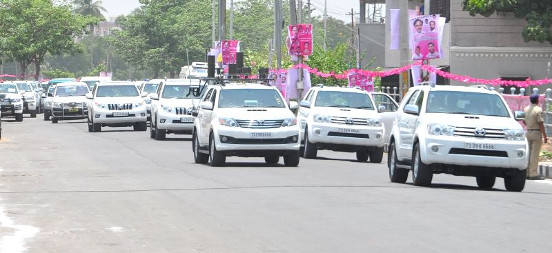 Telangana Chief Minister K Chandrasekhar Rao's motorcade in Hyderabad, on May 20, 2015. - K Chandrasekhar Rao