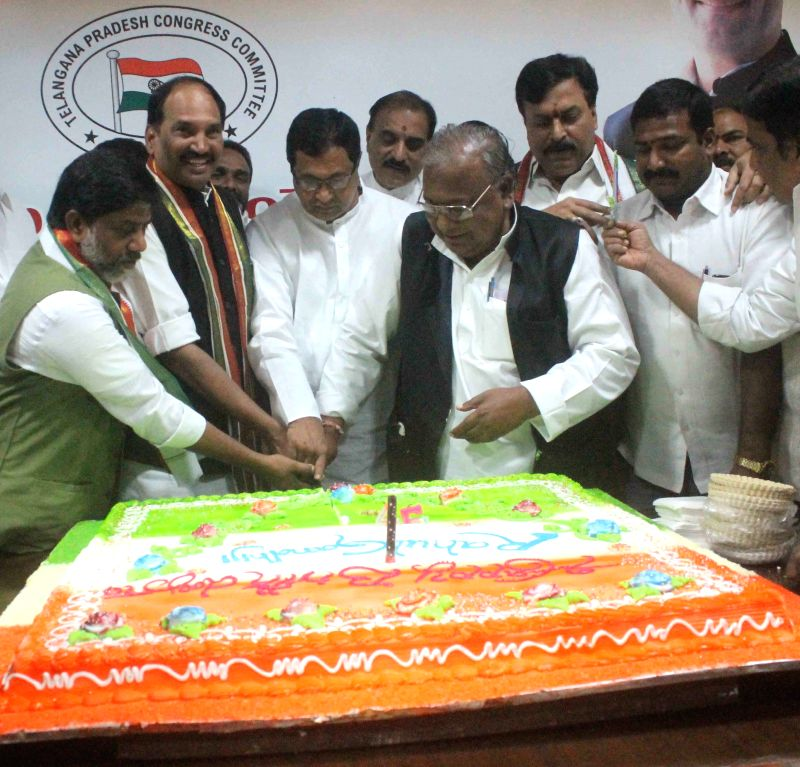 Telangana Pradesh Congress Committee (TPCC) chief N. Uttam Kumar Reddy, Leaders of Opposition in the Assembly and Council K Jana Reddy and Telangana Congress MP V Hanumantha Rao celebrates ... - K Jana Reddy, V Hanumantha Rao and Rahul Gandhi