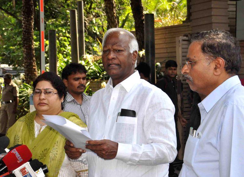 Telengana Deputy Chief Minister Kadiyam Srihari addresses during a review meeting of district collector in Hyderabad, on April 18, 2015. - Kadiyam Srihari