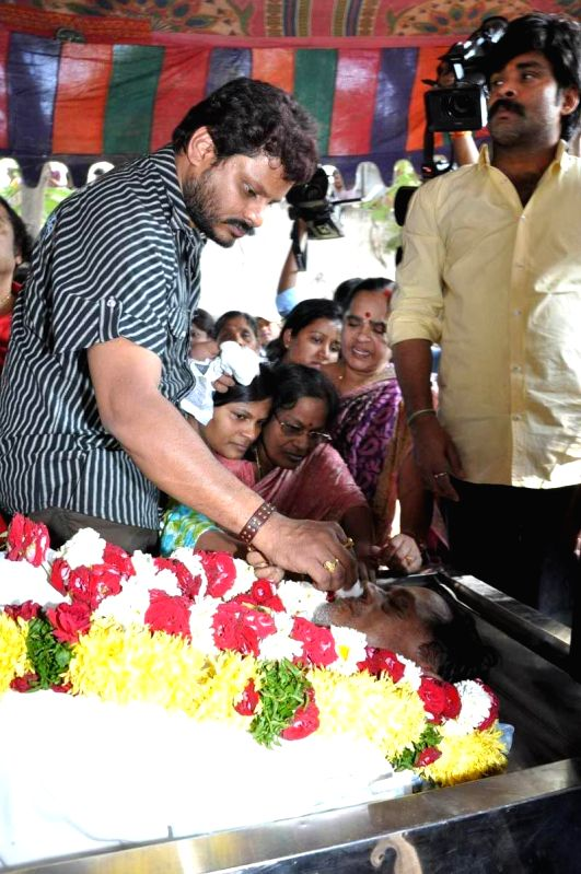 Tollywood Celebrities pay homage to MS Narayana at Film Chamber .