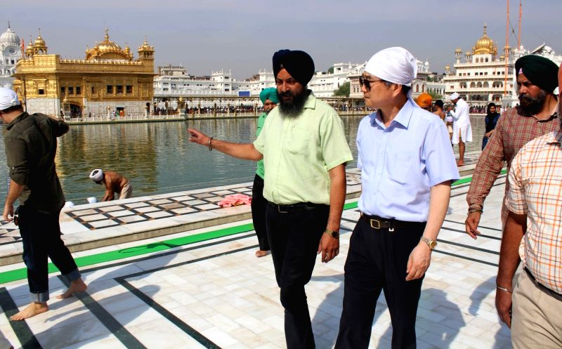 Hyun CHO, Ambassador of Republic of South Korea to India paying obeisance at Golden Temple in Amritsar on May 6, 2017.