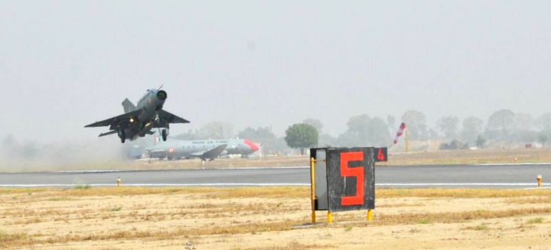 """IAF chief B.S. Dhanoa flies a MiG-21 at Air Force station in Bhisiana of Punjab's Bhatinda, """"to honour the valour and supreme sacrifice of Kargil martyrs"""" on May 27, 2017."""