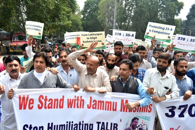 Independent Jammu and Kashmir MLA Engineer Rashid along with supporters stages a demonstration to voice support for Article 35A, in Srinagar on Aug 9, 2018.