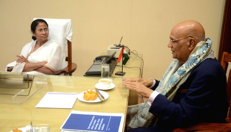 India-born British tycoon Lord Swraj Paul calls on West Bengal Chief Minister Mamata Banerjee at Nabanna in Howrah on April 17, 2017. - Mamata Banerjee