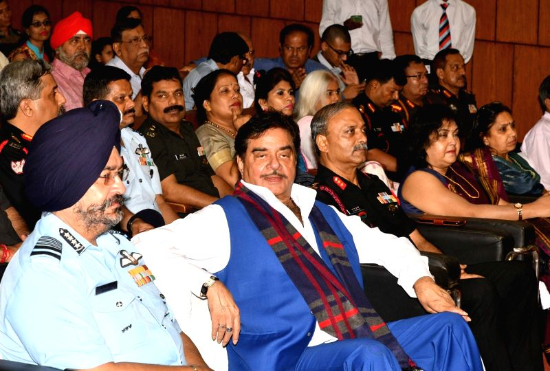 Indian Air Force chief Air Chief Marshal BS Dhanoa and actor turned politician Shatrughan Sinha during a programme organised ahead of Kargil Vijay Diwas in Patna on July 21, 2018. - Shatrughan Sinha