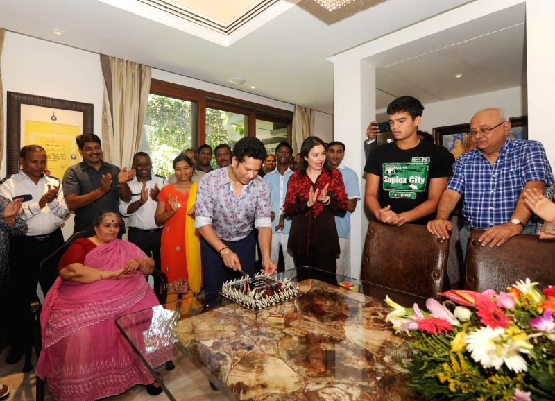Indian cricket icon Sachin Tendulkar celebrates his 44th birthday with mother Rajni Tendulkar, wife Anjali Tendulkar and son Arjun Tendulkar at his residence in Mumbai on April 24, 2017. - Sachin Tendulkar