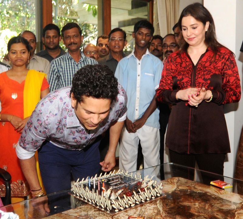 Indian cricket icon Sachin Tendulkar celebrates his 44th birthday with wife Anjali Tendulkar at his residence in Mumbai on April 24, 2017. - Sachin Tendulkar
