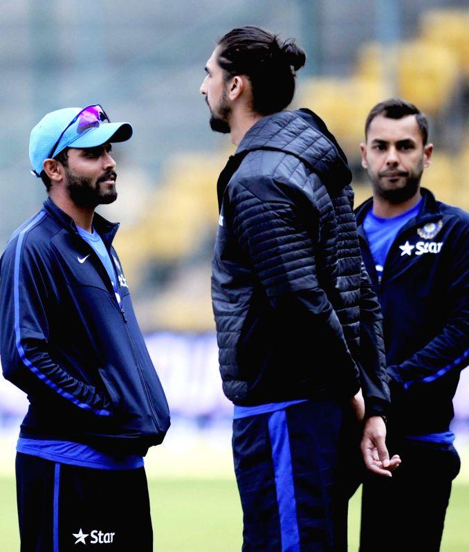 Indian cricketers Ravindra Jadeja, Ishant Sharma and Stuart Binny at M Chinnaswamy Stadium in Bengaluru, on Nov 18, 2015. The second test match between India and South Africa has been ... - Ravindra Jadeja and Ishant Sharma