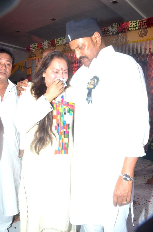 Indian film actress and politician Jaya Prada pay tribute to late filmmaker Dasari Narayana Rao during a programme in Hyderabad on June 11, 2017.He passed away on 30th May 2017. - Dasari Narayana Rao