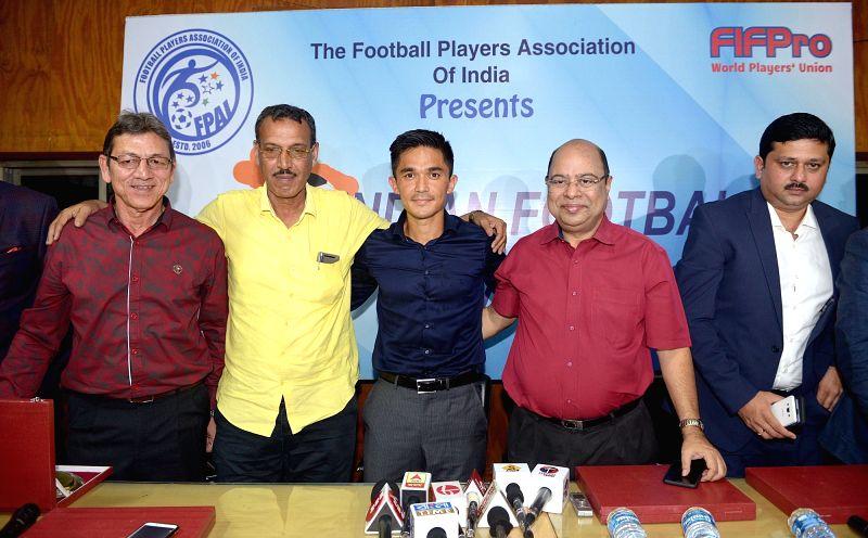 "Indian football captain Sunil Chhetri being conferred ""Indian Footballer Award 2018"" by AIFF Senior Vice-President Subrata Dutta, former footballer Subrata Bhattacharya and ... - Sunil Chhetri"
