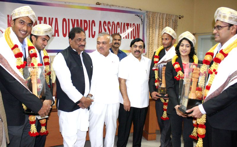 Indian hockey players V. R. Raghunath, Nikin Thimmaiah, SV Sunil, badminton player Ashiwini Ponnappa and shooter Prakash Nanajappa with Karnataka Ministers KJ George and Ramalinga Reddy during a ... - Ramalinga Reddy