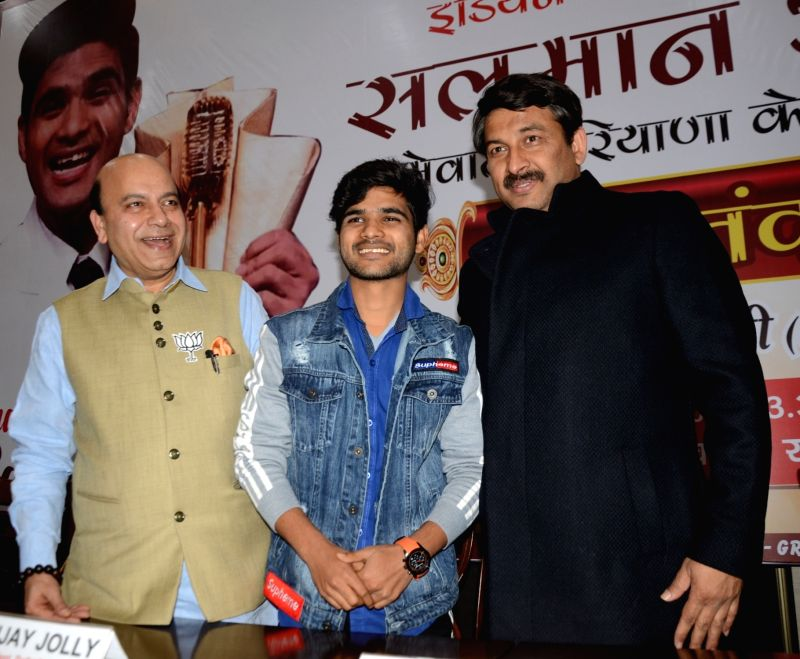 Indian Idol 10 winner Salman Ali with BJP leader Vijay Jolly and Delhi BJP President Manoj Tiwari during a programme organised to felicitate him in New Delhi, on Jan 10, 2019.