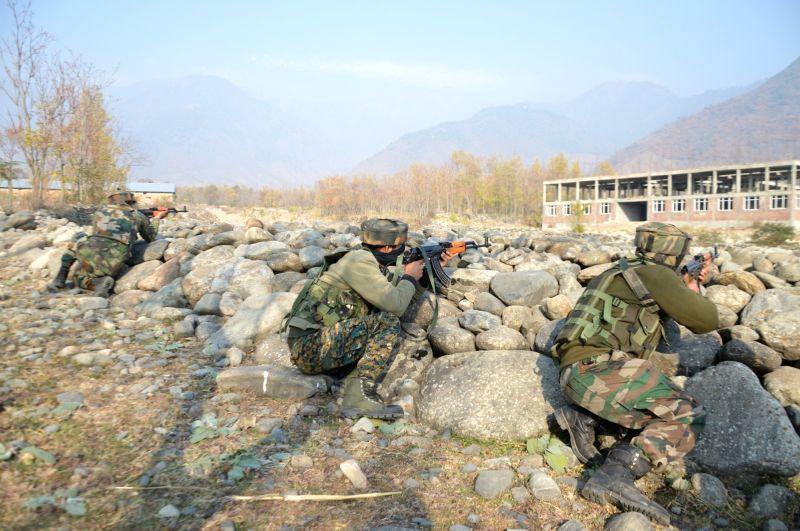 Indian, Pakistani troops in heavy gun fight on LoC.