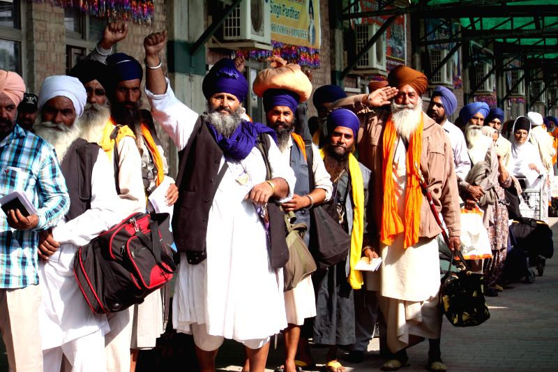 Indian Sikh pilgrims arrive at a railway station in eastern Pakistan?s Lahore, Nov. 20, 2015. Thousands of Sikh pilgrims travel to Nankana Sahib in Pakistan to ...