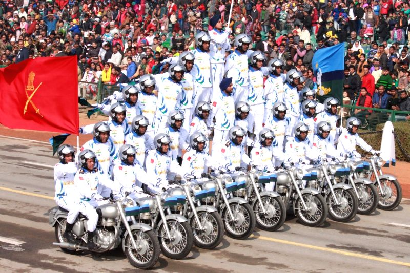 Indian Soldiers display their skills during full dress rehearsal for Indian Republic Day parade at Rajpath in New Delhi on Jan 23, 2016.
