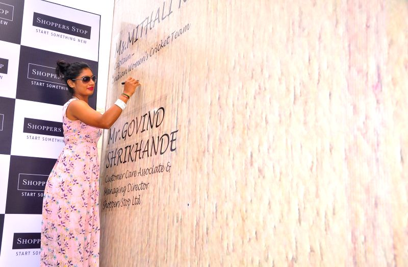 Indian women's cricket team captain Mithali Raj gives an autograph on a huge cricket bat claimed to be world's largest by a retailing company that has created in Bengaluru on April 20, ... - Mithali Raj