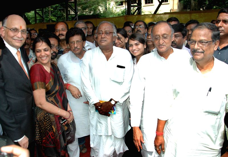 Industrialist and owner of Jessop, Pawan Ruia, MP Sougata Roy, Industry Minister Amit Mitra and Minister Malay Ghatak during Jessop factory re-open after three month in Kolkata on Aug 9, 2014. - Amit Mitra and Sougata Roy