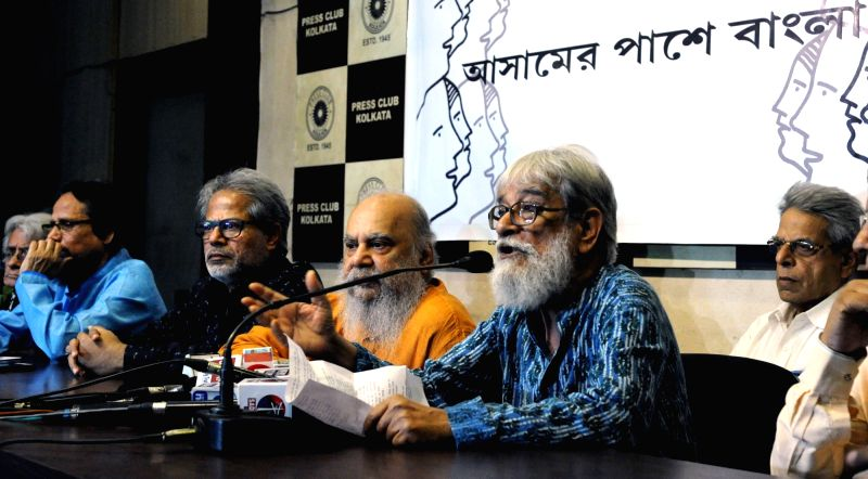 Intellectuals Pratul Mukherjee, Abul Basar, Subodh Sarkar, Subhaprasanna Bhattacharjee and Nrisingha Prasad Bhaduri during a talk on Assam National Register of Citizens (NCR) issue at Press ... - Pratul Mukherjee