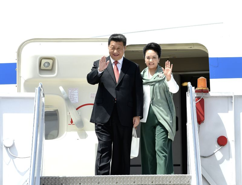 Chinese President Xi Jinping (L) and his wife Peng Liyuan wave hands to the crowd upon their arrival in Islamabad, Pakistan, April 20, 2015. Xi is on a state ...