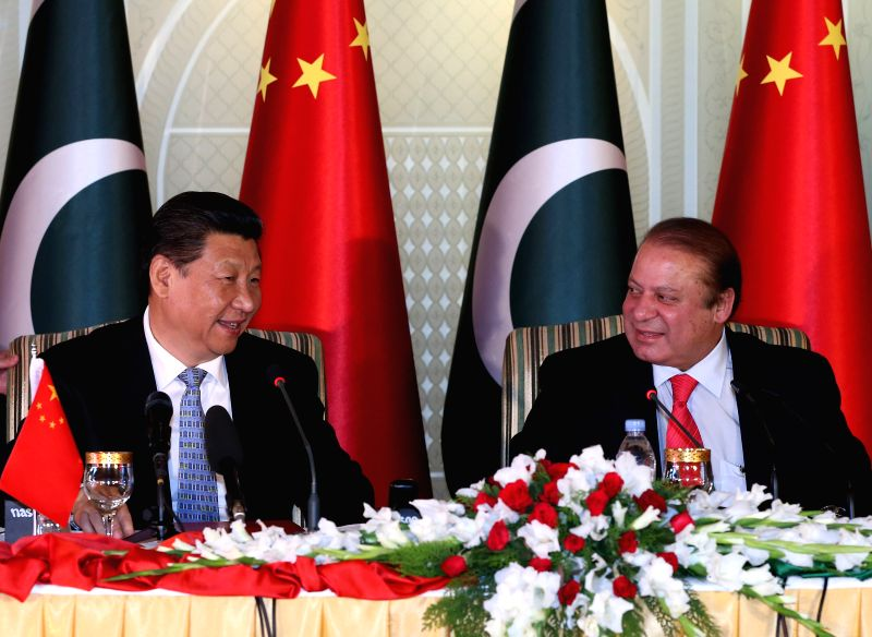 Visiting Chinese President Xi Jinping (L) and Pakistani Prime Minister Nawaz Sharif attend a press conference after their talks in Islamabad, capital of ... - Nawaz Sharif