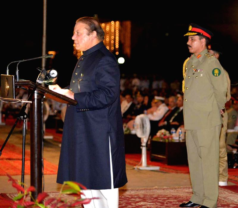 Photo released by Pakistan's Press Information Department (PID) on Aug. 14, 2014 shows Pakistani Prime Minister Nawaz Sharif (L) addresses a ceremony to mark ...