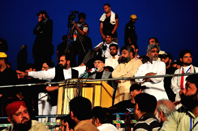 Pakistani anti-government leader Tahir-ul-Qadri(C) addresses demonstrators in front of the Parliament during an anti-government protest in Islamabad, capital of .. - Nawaz Sharif